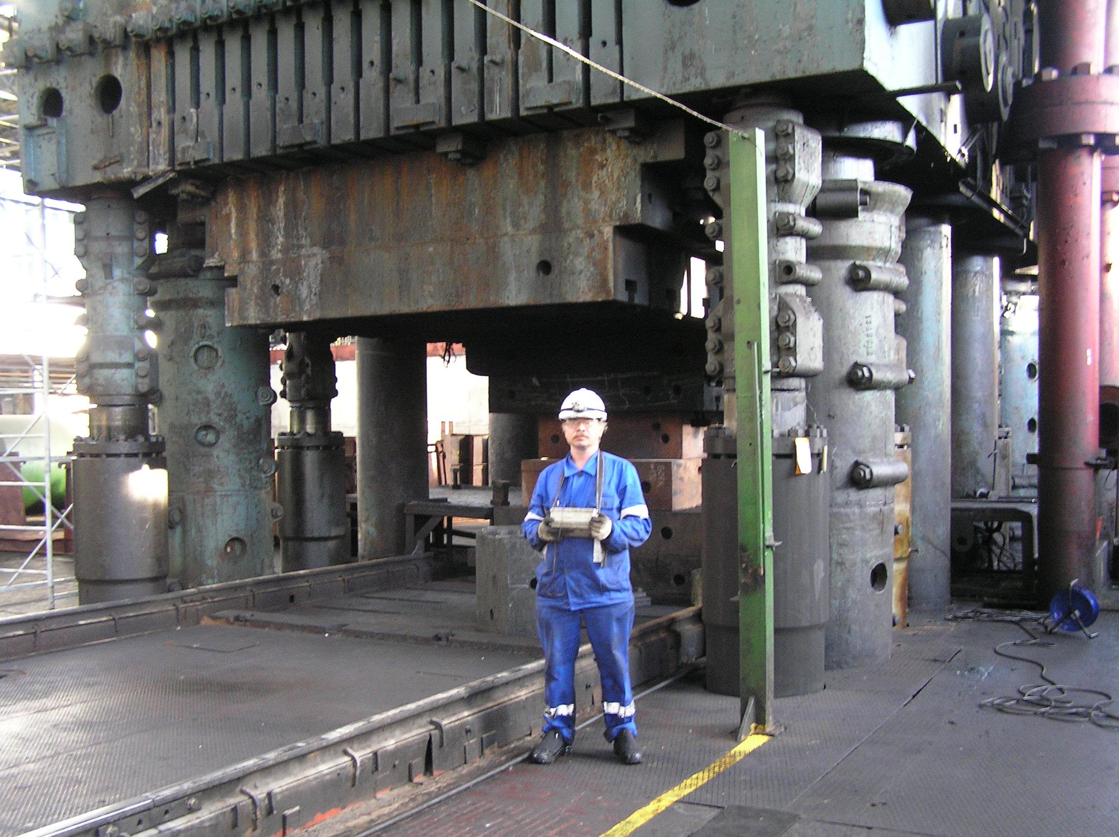 Неразрушающий контроль базовых деталей гидравлического штамповочного пресса силой 300 МН (УЗТМ)
