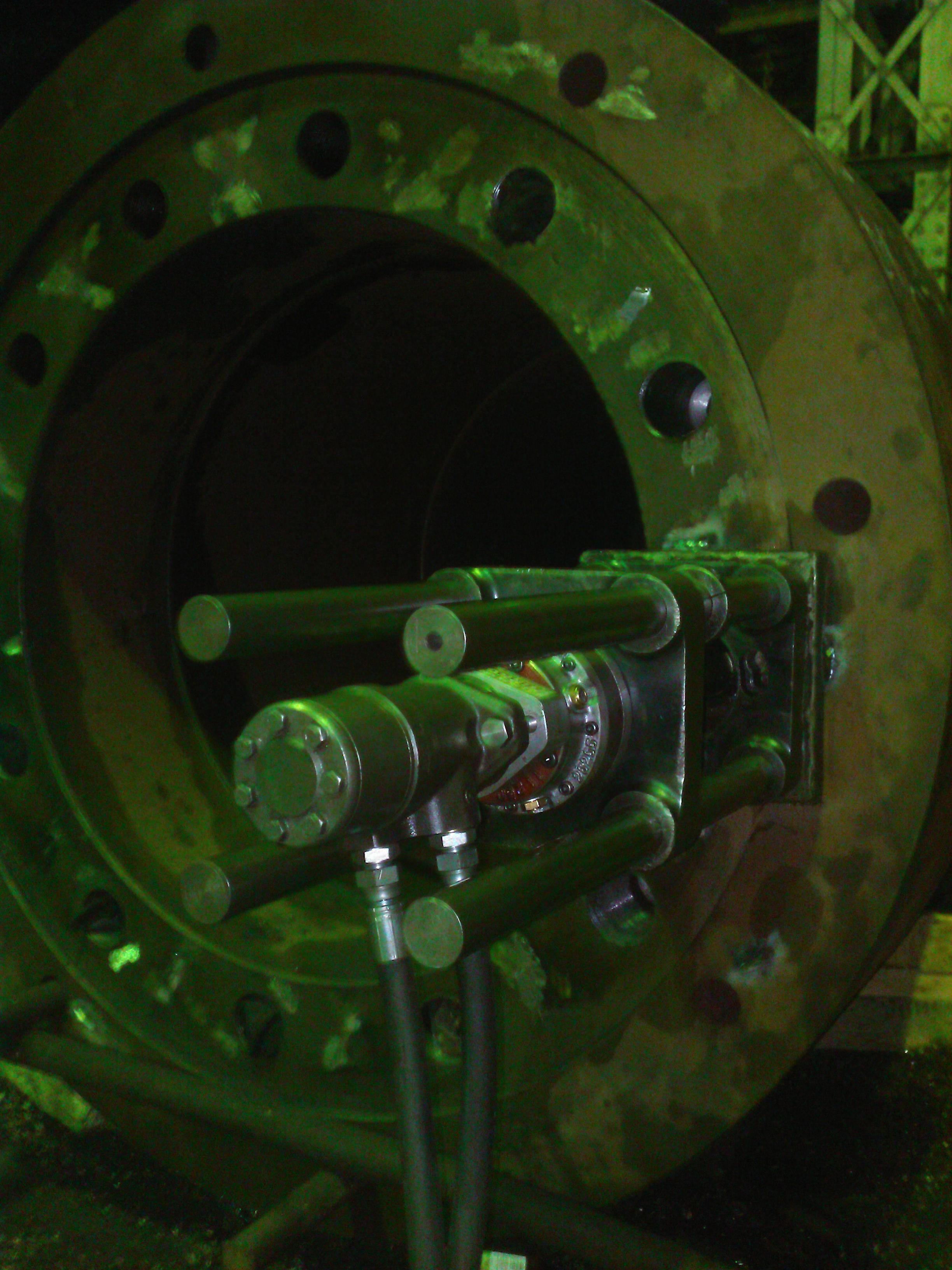 Сверление цилиндрических и изготовление резьбовых отверстий M56х4 в рабочем цилиндре гидравлического ковочного пресса силой 20 МН (Dunkan) мобильным резьбонарезным станком Mirage T-60