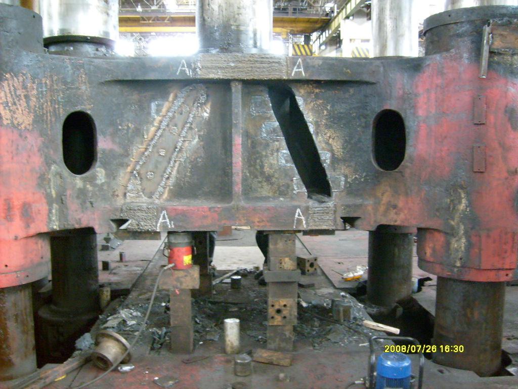 Восстановительный ремонт сваркой подвижной поперечины гидравлического ковочного пресса силой 32 МН (УЗТМ) проведен за 25 суток. После ремонта подвижная поперечина находится в эксплуатации по настоящее время