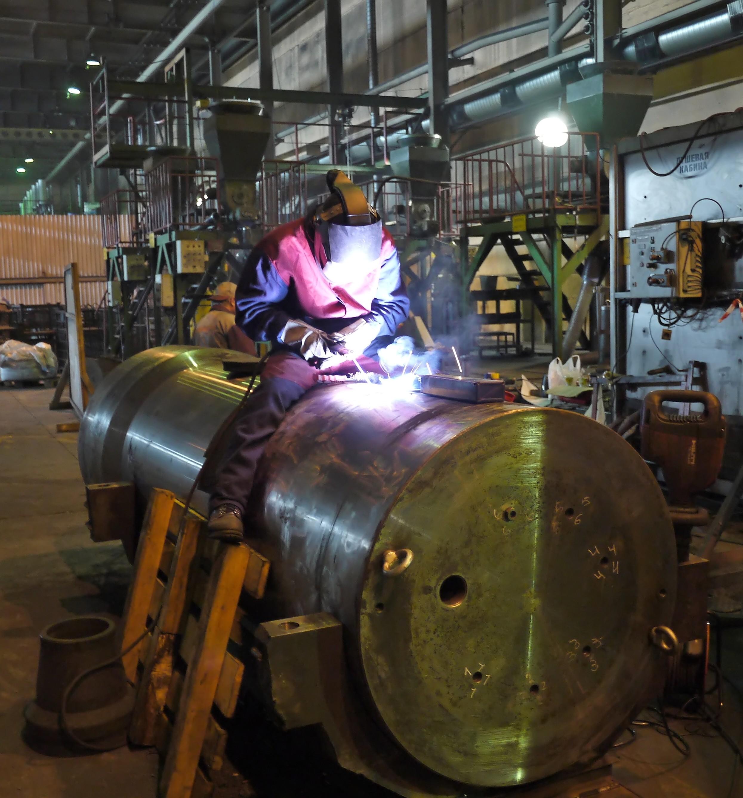 Восстановительный ремонт сваркой камеры изостатического прессования EPSI, рассчитанная на рабочее давление 1000 атм